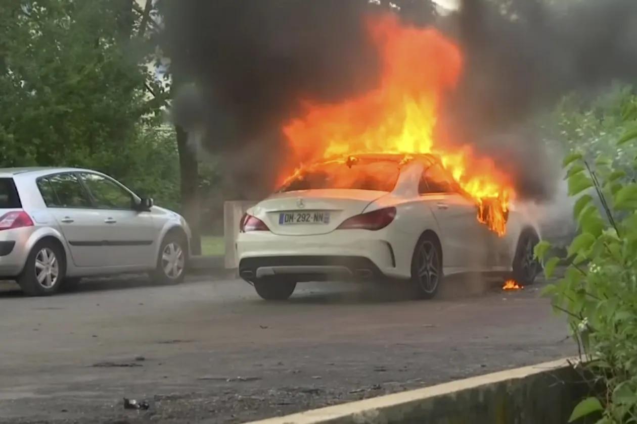 Lundi dernier, une voiture a été incendiée dans la ville de Dijon